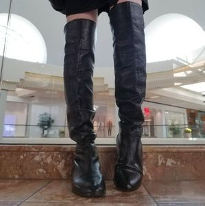 Over-the-knee black leather boots 8